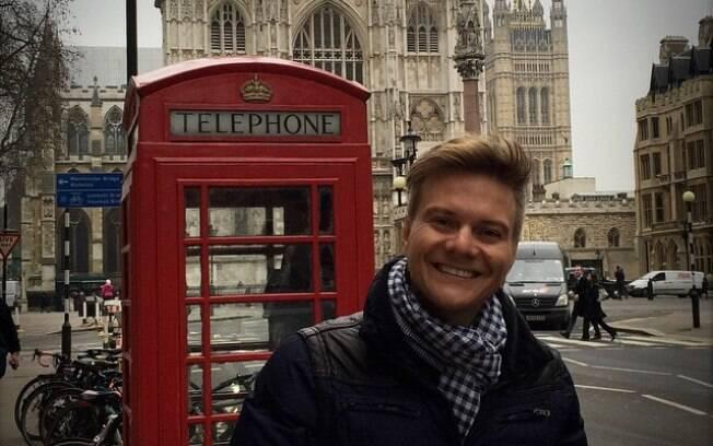 Michel Teló comemora aniversário em Londres