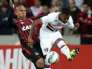 Atlético-PR bate São Paulo na Baixada