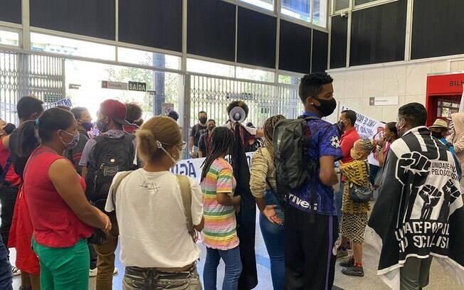 Membros de ocupações entraram na ALMG reivindicando apoio do Legislativo.