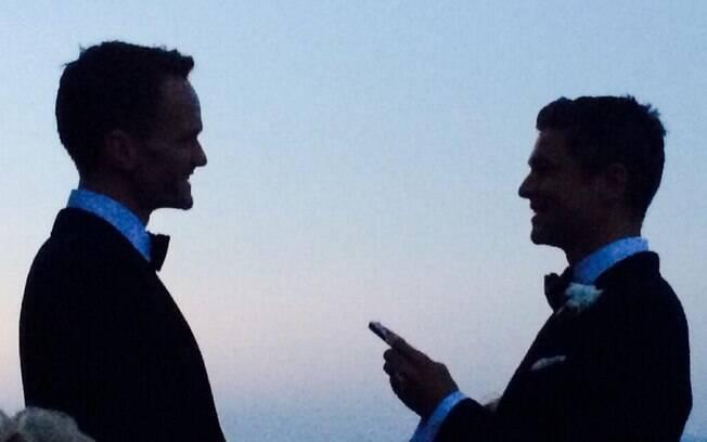 Neil Patrick Harris postou uma foto do seu casamento com David Burtka