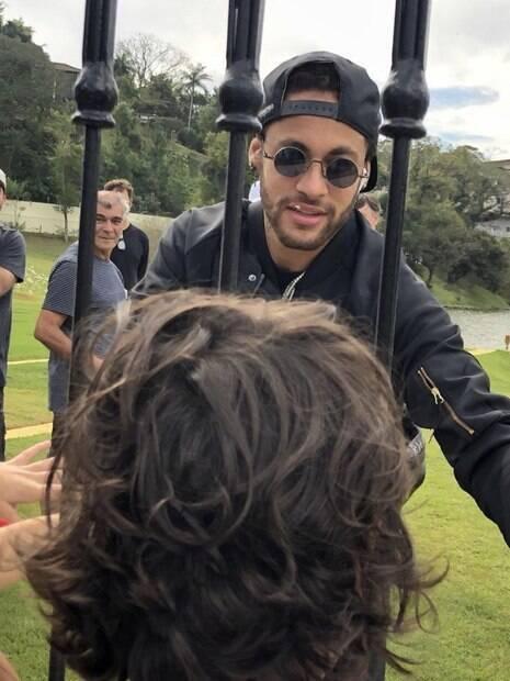 Neymar já está na Granja Comary com a seleção brasileira