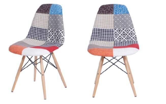 Estofadas em estilo patchwork são interessantes de se usar com uma base mais neutra - tons off white e madeira clara; móvel está com 52% de desconto no site da Marabraz