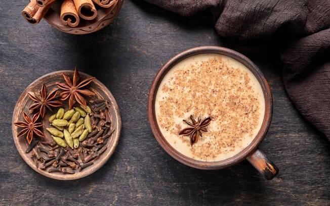 O chai é um chá indiano que leva gengibre e chá preto no preparo e isso ajuda na queima de gordura
