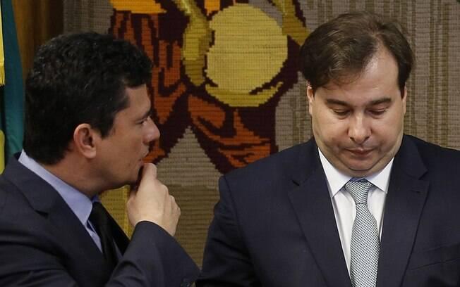 Declaração de Moro sobre andamento do projeto anticrime na Câmara desagradou Rodrigo Maia