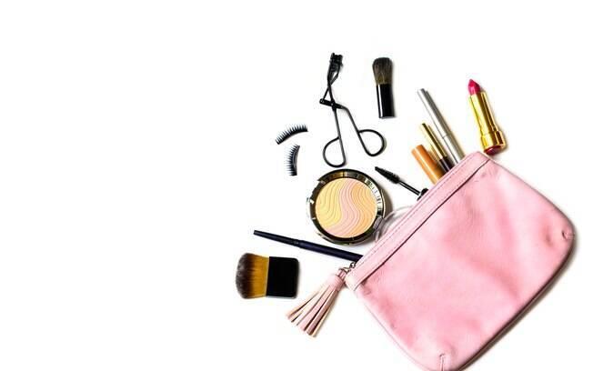 Bactérias e superbactérias são muito encontradas em bolsas de maquiagem