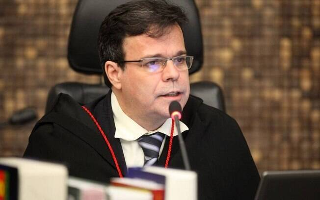 Presidente do TJ de Alagoas, o desembargador Tutmés Airan de Albuquerque, virou réu por chamar advogada de vagabunda
