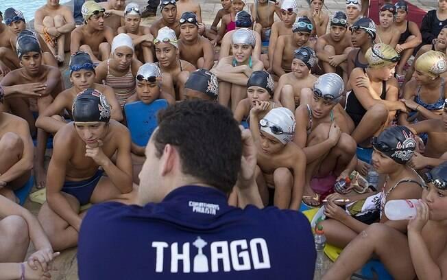 Thiago conversou com os jovens nadadores do  Corinthians