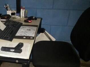 Agentes penitenciários encontram três réplicas de armas de sabão dentro de celas em presídio de Nova Serrana