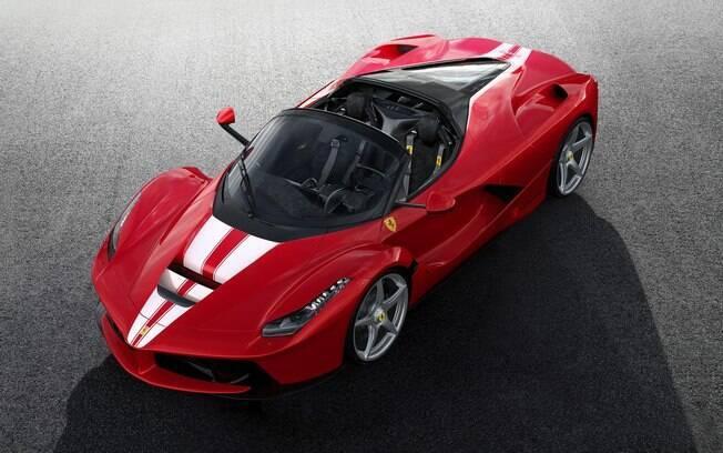 La Ferrari Aperta: último exemplar, número 210,  vem com pintura vermelha, com faixas brancas entre os detalhes