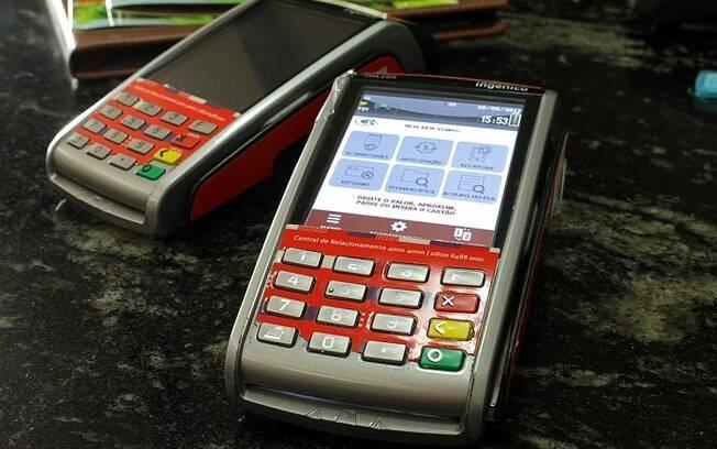 Bandidos usaram aparelho para roubar dinheiro de vítima