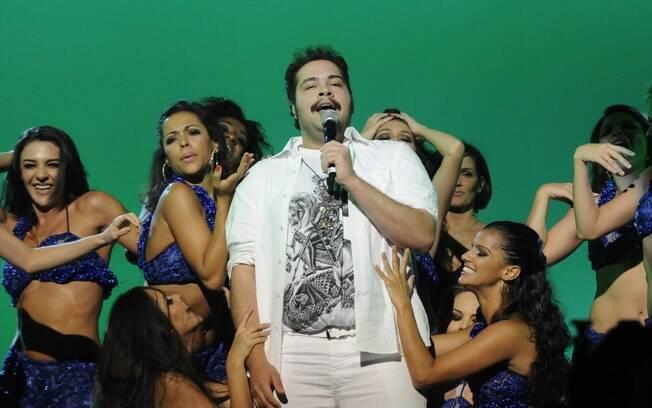 Tiago Abravanel canta