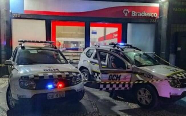 Corpo de morador de rua foi encontrado dentro da agência localizada no centro da cidade