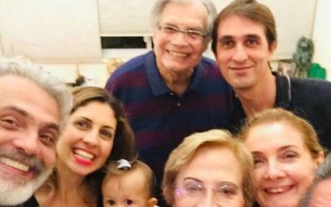 Tarcísio Meira e Glória Menezes com a família reunida