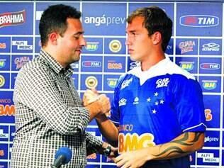 Lacuna.  Alexandre Mattos (esq.) diz que Cruzeiro precisava de mais um volante de marcação