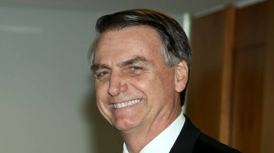Jair Bolsonaro sorrindo