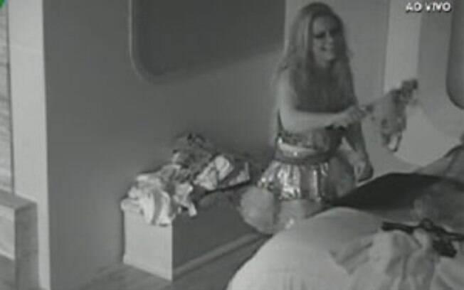 Enquanto os peões dormem, Viviane faz barulho no quarto