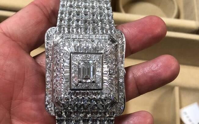 Relógio cravado de diamantes é um dos apreendidos pela PF com a comitiva da Guiné Equatorial