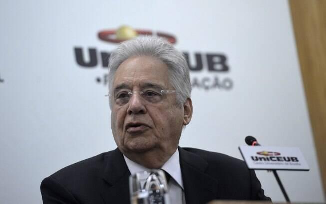 FHC afirmou que familiares de Bolsonaro colocam