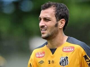 Edu Dracena volta a preocupar comissão técnica do Santos após nova lesão no joelho esquerdo