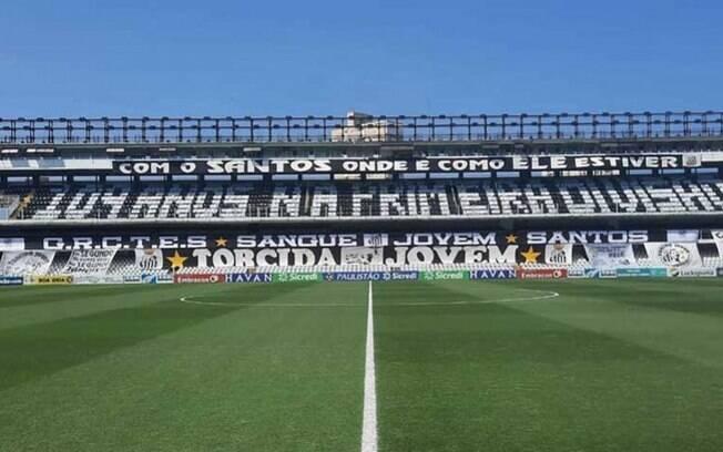PM pune torcida do Santos por mosaico provocativo ao Corinthians