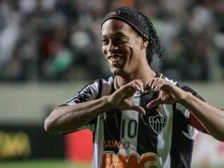 Ronaldinho comemora 34 anos de idade sonhando com o bicampeonato da Libertadores