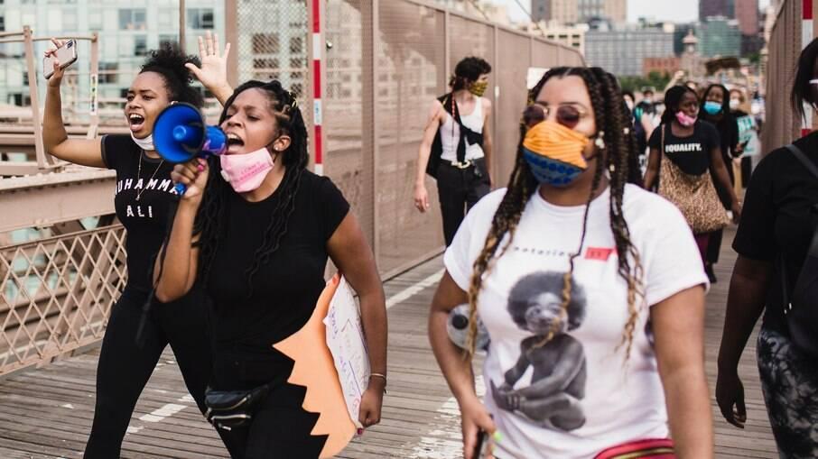 Mulheres negras lutam contra o racismo estrutural