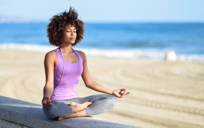 O primeiro passo para saber como desenvolver o autoconhecimento é ficar em silêncio e ouvir a voz da consciência