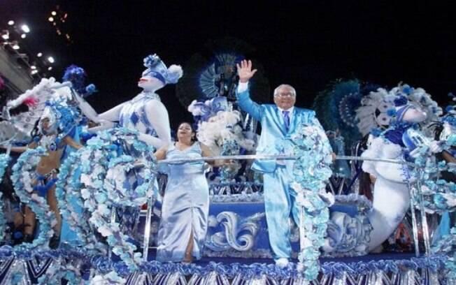 Nilton Santos em desfile de carnaval da Vila Isabel