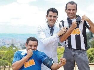 O cruzeirense Azenildo e o atleticano Mauro receberam algumas dicas do médico cardiologista Felipe Prado