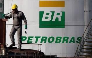 Bolsonaro não descarta privatização da Petrobras: 'Tudo o governo estuda'