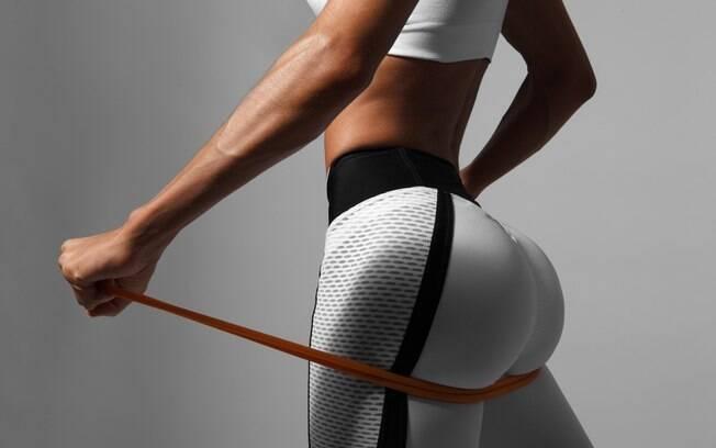 pernas de mulher se exercitando