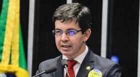 Bolsonaro atua para barrar Renan e Randolfe no comando