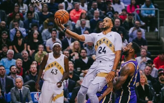 Apesar da boa atuação de LeBron, franquia canadense somou mais uma vitória na temporada