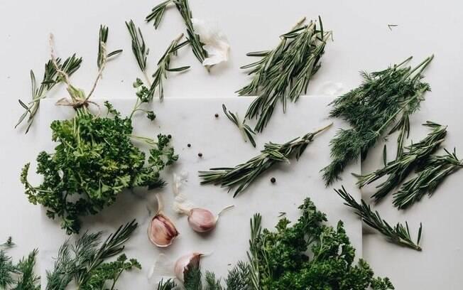 Simpatias com 3 ervas fáceis de encontrar