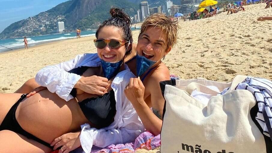 Lan Lanh e Nanda Costa visitaram a praia no Rio