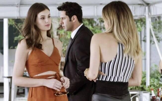 """Pega Pega – Sandra Helena revela segredo de Eric para Luiza que surta: """"Que história é essa?"""""""