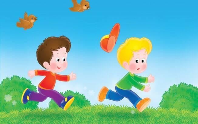 Muitas crianças ainda brincam de pega pega.