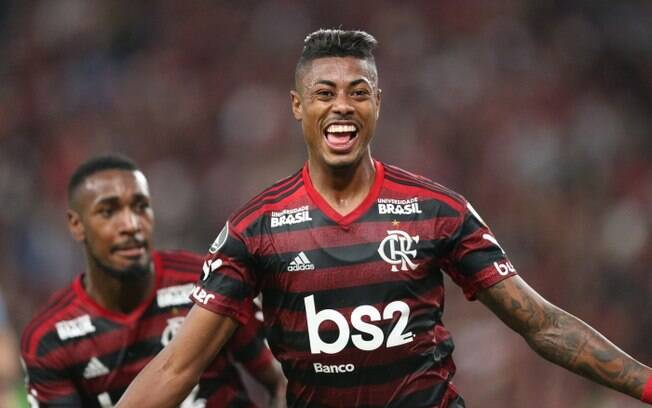 Perto de vender defensor, Benfica pode utilizar verba para contratar jogadores do Flamengo