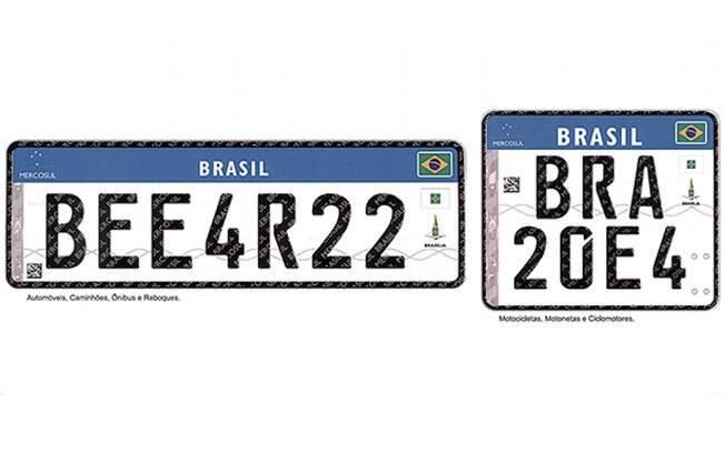 Novo padrão de placa de identificação para veículos. Na esquerda está a placa para automóveis, caminhões e ônibus. Na direita, para motocicletas.
