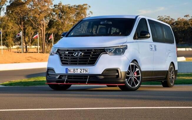 Van de corrida da Hyundai é, provavelmente, o jeito mais divetido de levar até oito pessoas