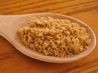O açúcar mascavo é um dos ingredientes da simpatia para alcançar conquistas