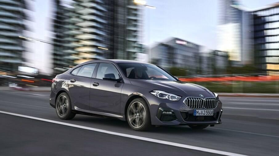 BMW 218i Gran Coupe recebe uma série de atualizações como novas rodas e mudanças nos revestimentos dos bancos