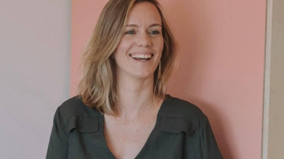 Laura Della Negra, fisioterapeuta especializada em assoalho pélvico, é produtora de conteúdo sobre o tema no Instagram @assoalhopelvico