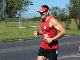 Paulo correndo: ele perdeu 40 quilos e virou triatleta