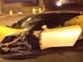 Após a batida, a Lamborghini de Keita precisou ser removida por um guincho