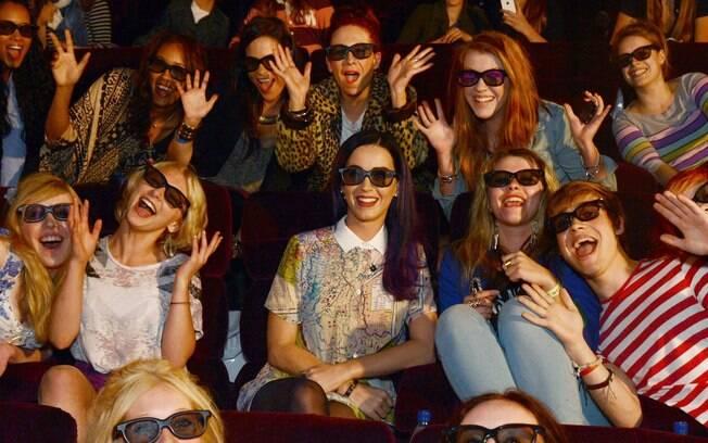 Katy Perry na sessão de seu filme com fãs
