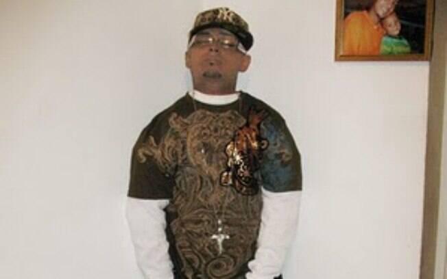 De pé, Porto Rico: em seu velório, Angel Luis Pantojas teve seu corpo exposto de pé contra uma parede. Foto: Reprodução