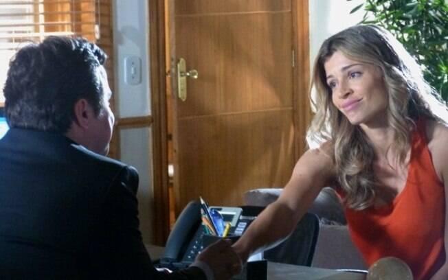 Ester recebe uma boa notícia sobre a guarda de Laurinha