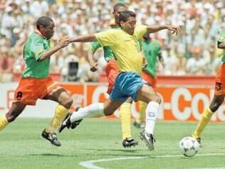 Em 1994, Romário colocou os camaroneses para correr ainda na primeira fase. A seleção brasileira venceu o  confronto por 3 a 0. Neste ano, o Brasil volta a pegar Camarões numa Copa