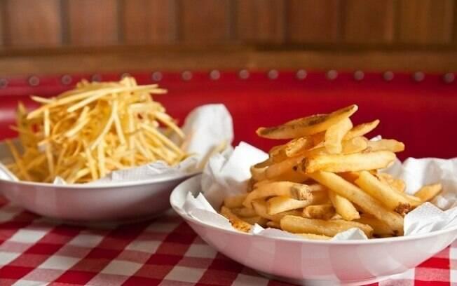 batata palha: Seu corte faz com que ela absorva muita gordura, durante a fritura